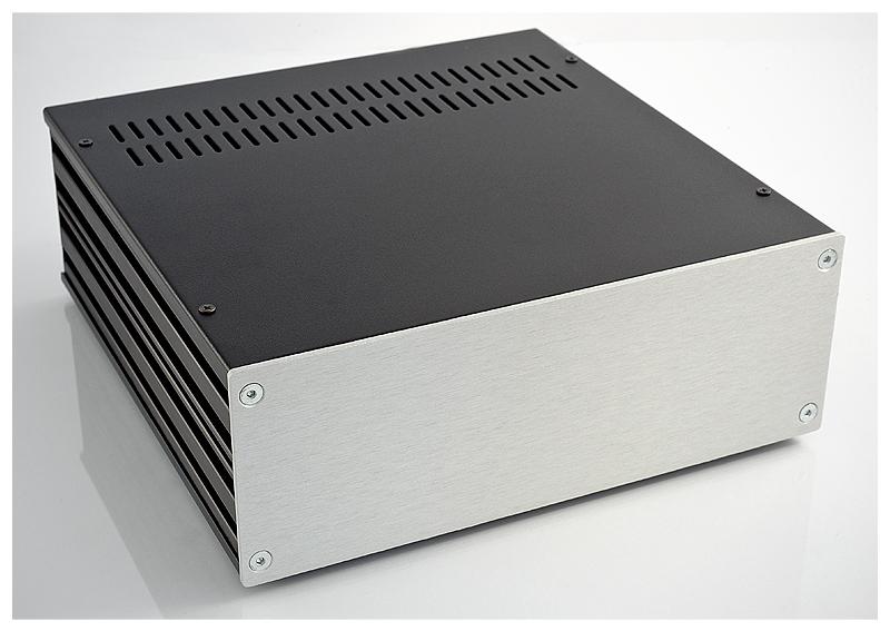 Uniwersalna obudowa 2U z frontem aluminiowym